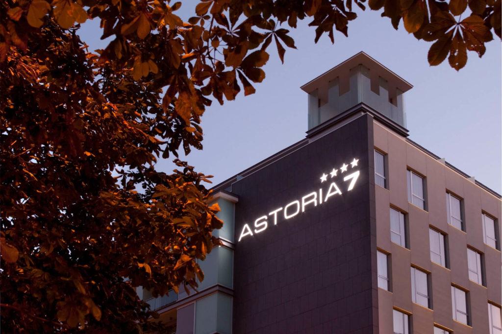2009 – Hotel Astoria 7
